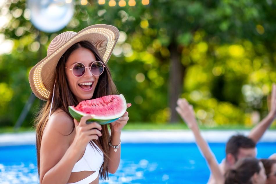 4 frutas del verano que te ayudan a hidratarte y que te sientas mejor